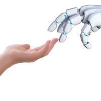 main humaine touchant une main de robot